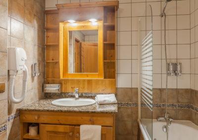 Chambre-double-hotel-les-balcons-village-belle-plagne-3