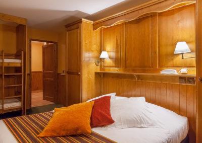 Chambre-familiale-hotel-les-balcons-village-belle-plagne-2