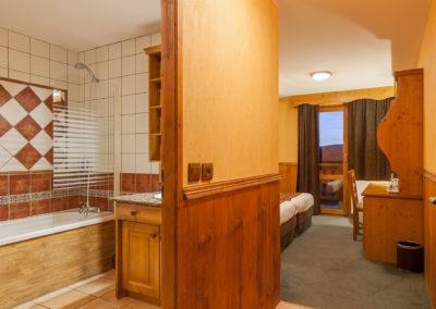 Chambre-twin-hotel-les-balcons-village-belle-plagne-5