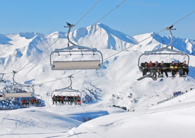 Ski--telesiege-domaine-skiable-la-plagne-hotel-les-balcons