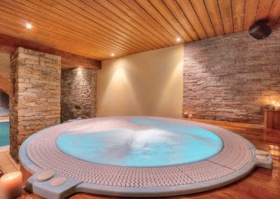 Spa-bain-a-bulles-espace-bien-etre-hotel-les-balcons-village-belle-plagne-slider