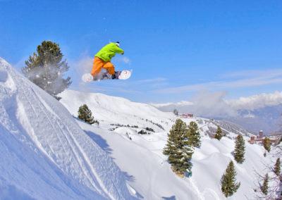 snowboard-station-belle-plagne-hotel-les-balcons-village